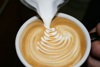 Source: https://coffeeinfo.wordpress.com/a-guide-to-latte-art-free-pour/