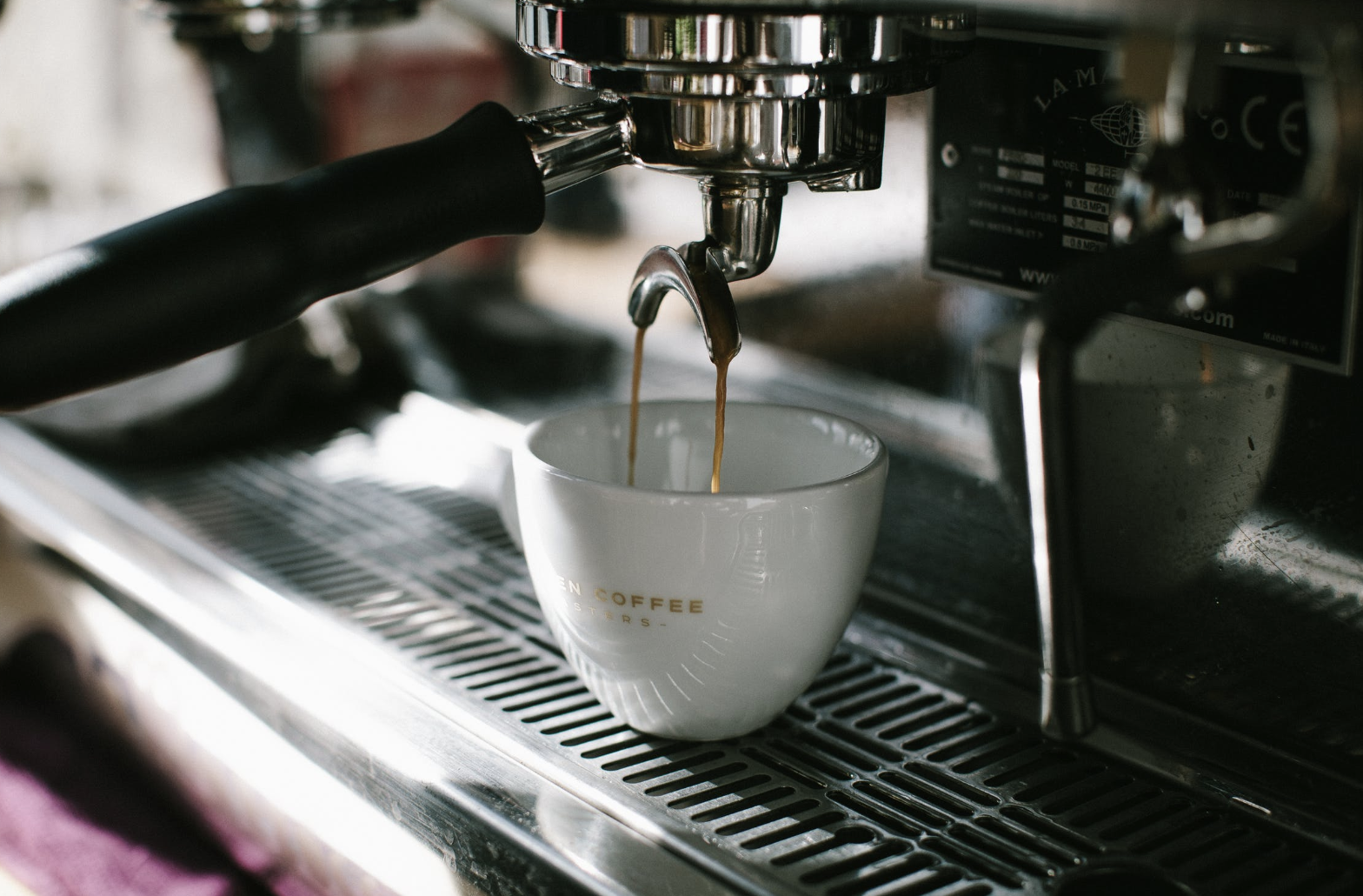 espresso machine pouring in 1 cup